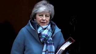 May renunció como líder conservadora, pero sigue en funciones