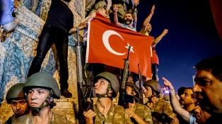 Ordenan detener a 249 funcionarios de Cancillería por intento de golpe