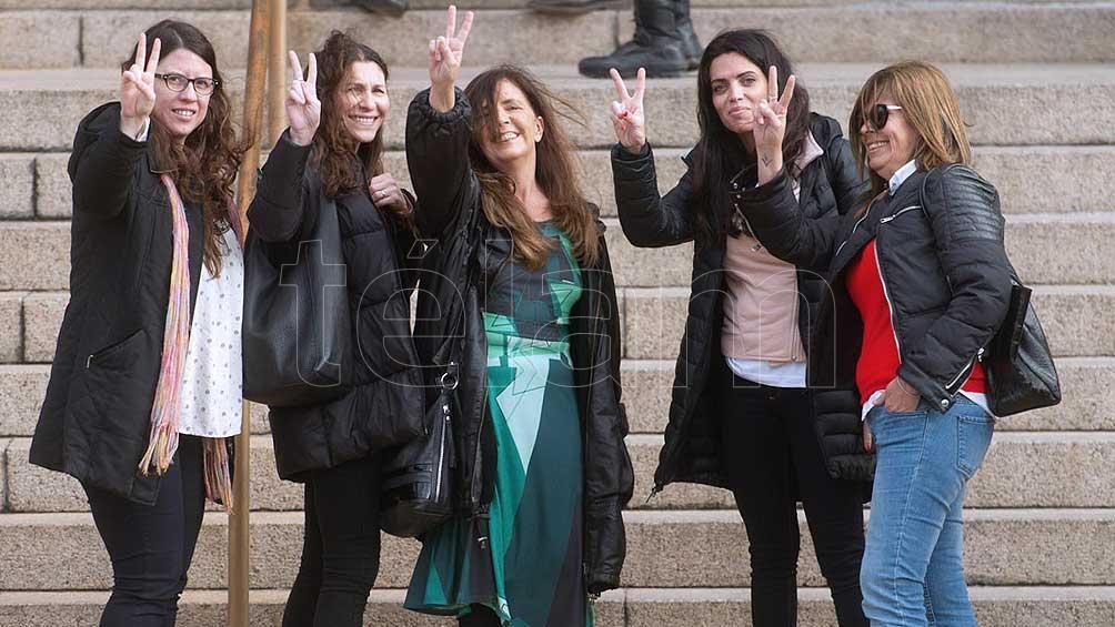 Las diputadas Gabriela Cerutti, Mónica Macha y Luana Volnovich.