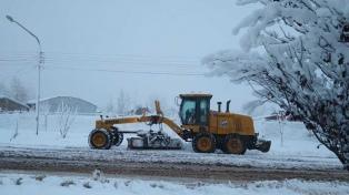 La lluvia y la nieve provocan cortes de rutas y la suspensión de clases en Malargüe