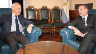 Lavagna retomó el diálogo con Alternativa Federal y sigue viva la tercera vía