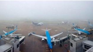 La niebla afecta vuelos en Ezeiza, Aeroparque y El Palomar