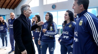 El presidente Macri saludó a futbolistas de la selección femenina que jugarán el Mundial en Francia