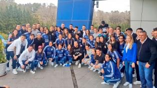 Con Messi en la mesa, el equipo femenino compartió el almuerzo con la Selección masculina