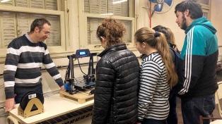 Alumnos elaboran juguetes y material didáctico en lenguaje Braille