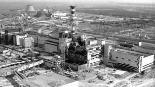 El canciller francés inspecciona la planta nuclear de Chernobyl