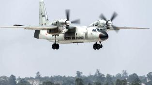 Desapareció un avión militar con 13 personas a bordo