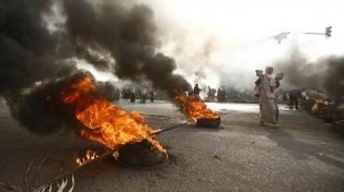 Ya son 100 los muertos tras la represión militar a un acampe opositor