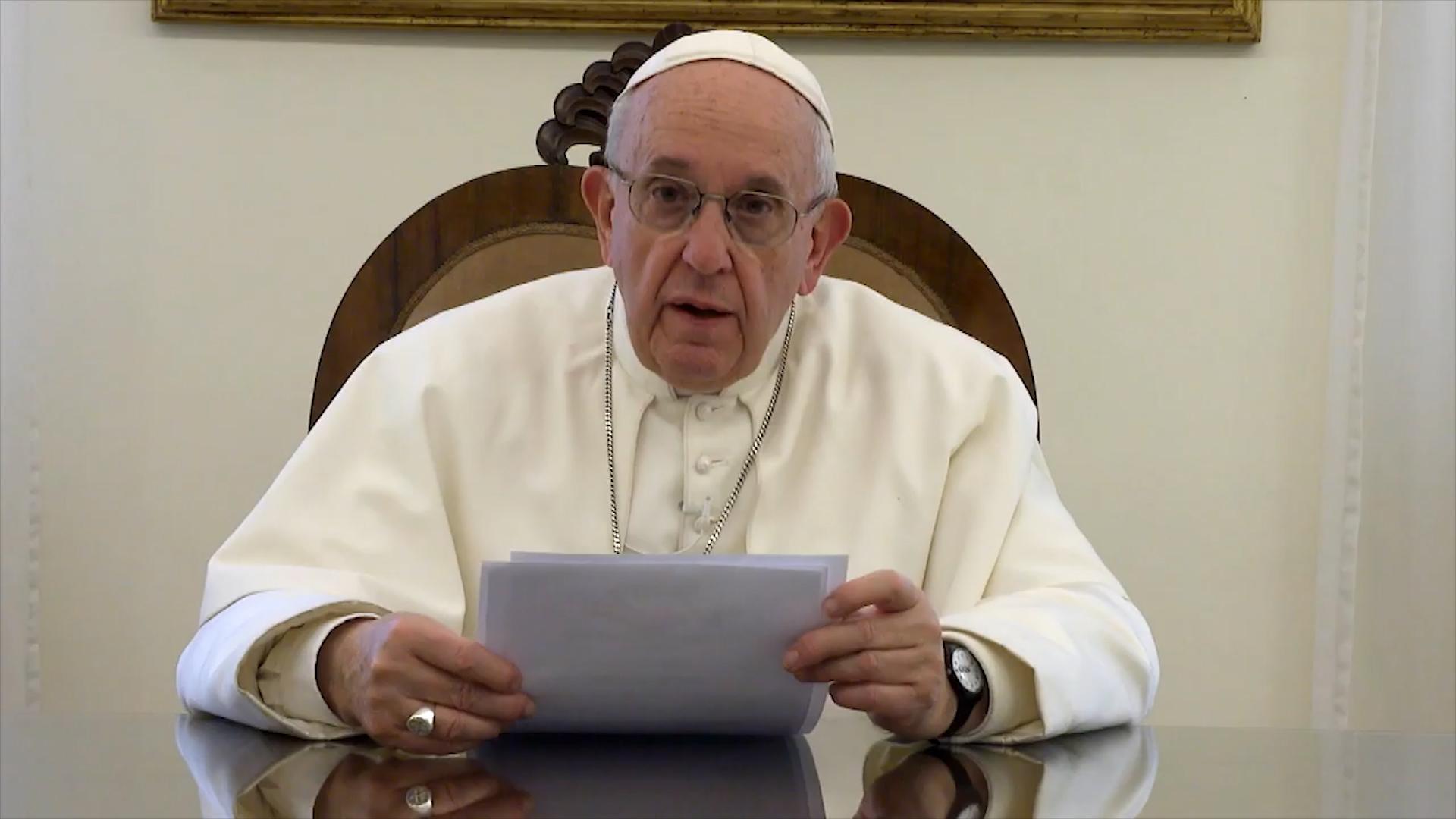 El Papa reza por los presos y suspende la actividad judicial
