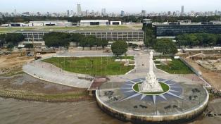 Inauguraron la plazoleta donde quedó emplazado el monumento a Colón