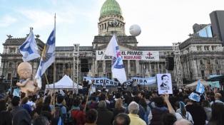 Movimientos antiaborto marcharon en apoyo al ginecólogo Rodríguez Lastra
