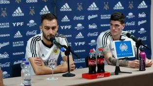 """Pezzella sobre Messi:  """"Nos sentimos respaldados por su figura"""""""