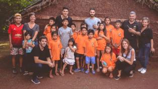 Scocco y Enzo Pérez cumplieron una promesa con una comunidad guaraní
