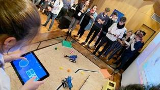 Estudiantes compiten para representar al país en el Mundial de Robótica en Dubai
