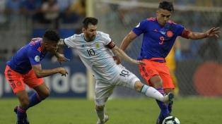 Argentina jugó mal y perdió en su debut ante Colombia