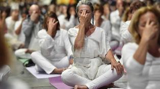 En el Día Internacional del Yoga, cada vez más personas eligen clases virtuales