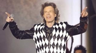 Mick Jagger volvió a los escenarios tras su cirugía de corazón