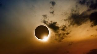 """Advierten que mirar directamente a un eclipse puede """"quemar el ojo y dejarnos ciegos"""""""