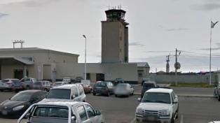 Un controlador aéreo fue hallado ahorcado con un cable en el aeropuerto de Río Grande