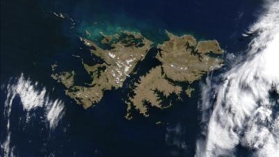 Ordenan medidas antes de decidir si suspenden vuelo de San Pablo a Malvinas - Télam