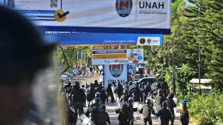 Tres alumnos heridos en un choque con policías dentro de una universidad