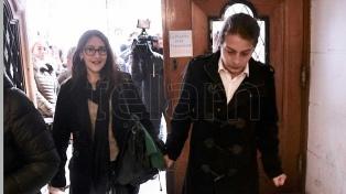 Condenan a un año de prisión a la joven que besaba a su esposa en Constitución mientras fumaba