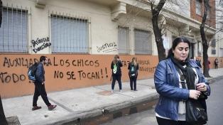 Padres denunciaron abusos en un jardín de infantes y apartan a la maestra