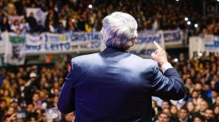 """""""No dejen que los domestiquen"""", les dijo Alberto Fernández a los jóvenes en el acto con Lammens"""