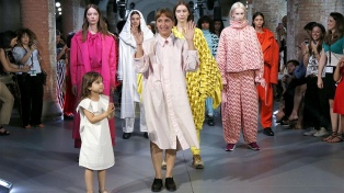 El diseño vegano de la argentina Romina Cardillo conquista la pasarela de Barcelona