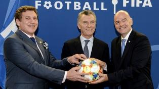 El presidente Macri recibió un premio de la FIFA por sus aportes al fútbol mundial
