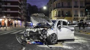 Cuatro policías protagonizaron un choque entre dos automóviles en barrio porteño de Almagro