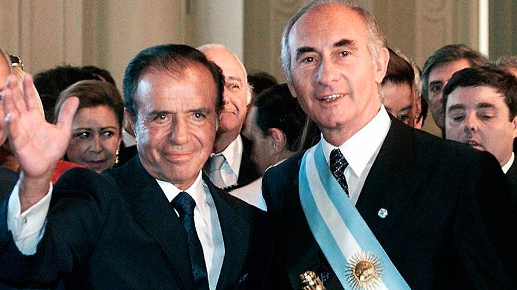 De la Rúa junto a su antecesor Carlos Menem, que fracasó en su intento por que le habilitasen una nueva reelección.