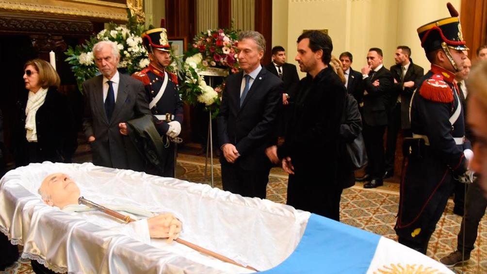 Mauricio Macri fue el primero en acercarse a despedir al ex presidente.