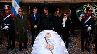Macri, ex funcionarios y amigos despidieron a De la Rúa en el Congreso