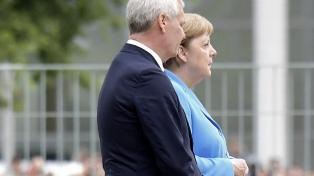 Merkel vuelve a sufrir temblores y crece la preocupación por su salud