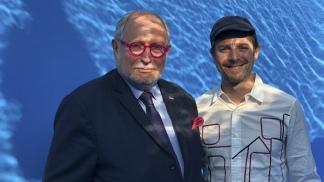 El embajador Diego Guelar y Leandro Erlich
