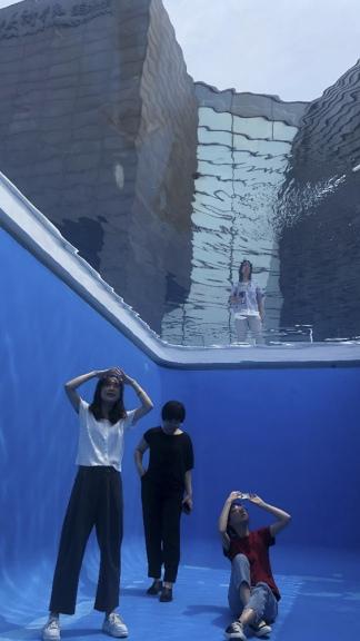 """""""Swimming Pool"""", una de sus obras icónicas"""