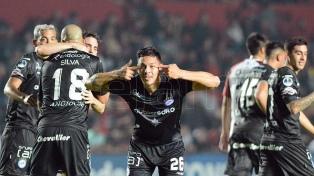 Argentinos Juniors ganó el primer cruce ante Colón