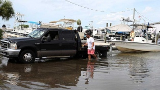 Barry tocó tierra como huracán y se debilitó a tormenta tropical en Luisiana