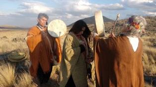 Huarpes y Comechingones buscan recuperar su tradición con una ceremonia conjunta