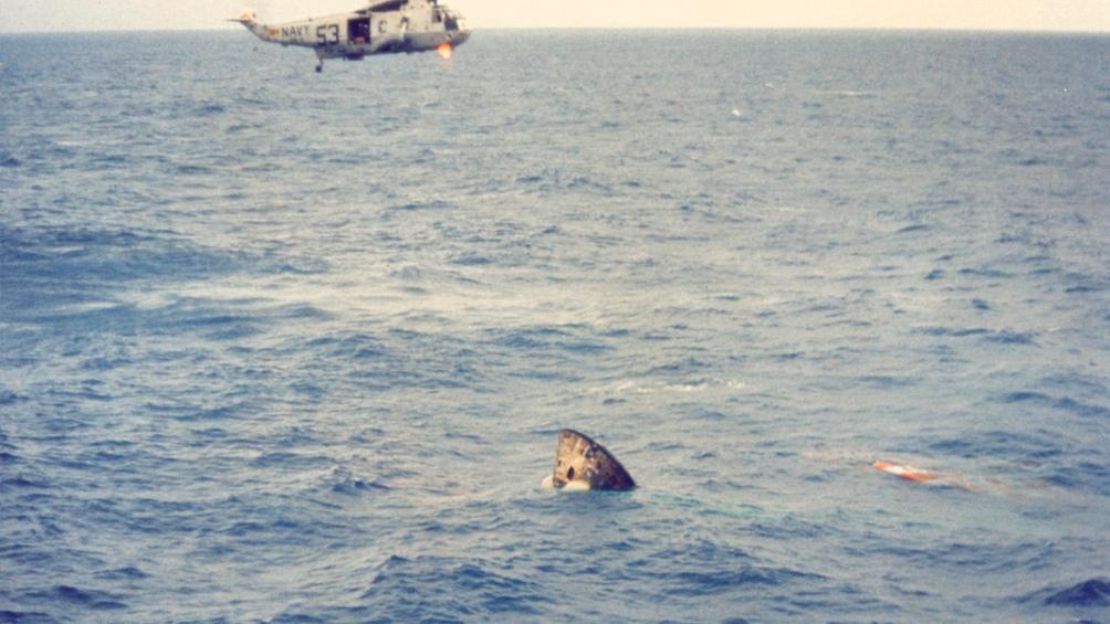 24/7/1969. El rescate del helicóptero en pleno Golfo de México, tras el amerizaje.