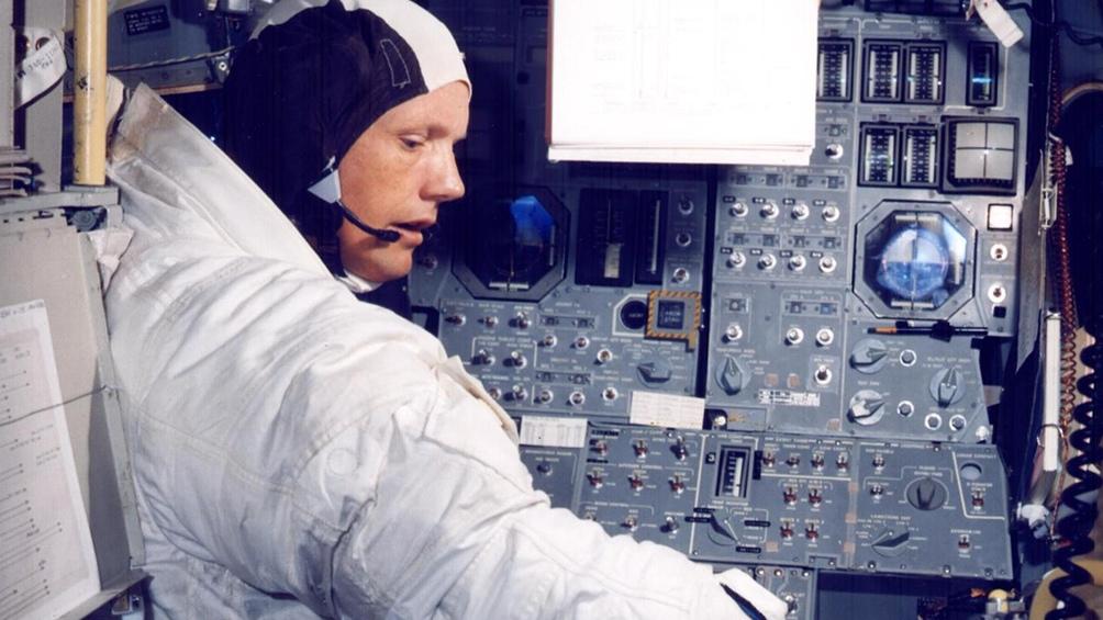 19/6/1969. Armstrong en la cabina de comando, a menos de un mes del lanzamiento.