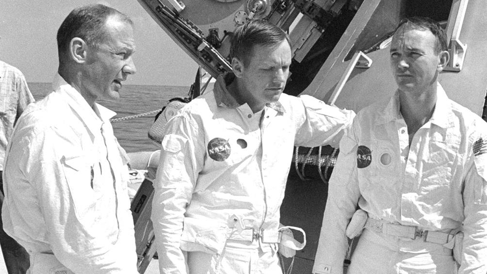 24/5/1969. La tripulación, en un alto en la práctica de rescate en el Golfo de México. Desde la izquierda, Aldrin, Armstrong y Collins.