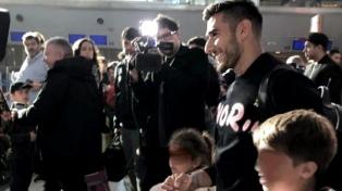 """El """"Toto"""" Salvio llegó al país para sumarse a Boca"""