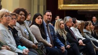 El abogado Luis Tagliapietra, junto a familiares de los tripulantes