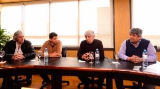 Gremio aeronáutico y los Moyano rechazaron la política aerocomercial del Gobierno