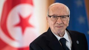 Murió el presidente a los 92 años y asumirá el líder del Parlamento