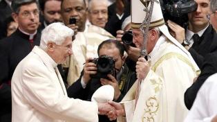 Tras cuatro años, Benedicto XVI salió del Vaticano y paseó por las afueras de Roma
