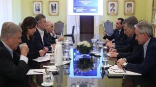 El Gobierno dijo que respeta la veda electoral y criticó a Aníbal Fernández