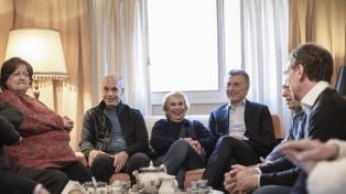 Macri, Larreta y Santilli visitaron a vecinos del barrio porteño de Belgrano